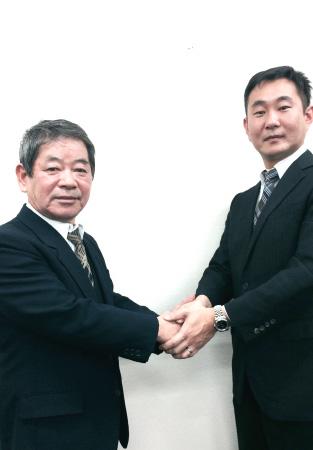 上野工業㈱との合併調印式